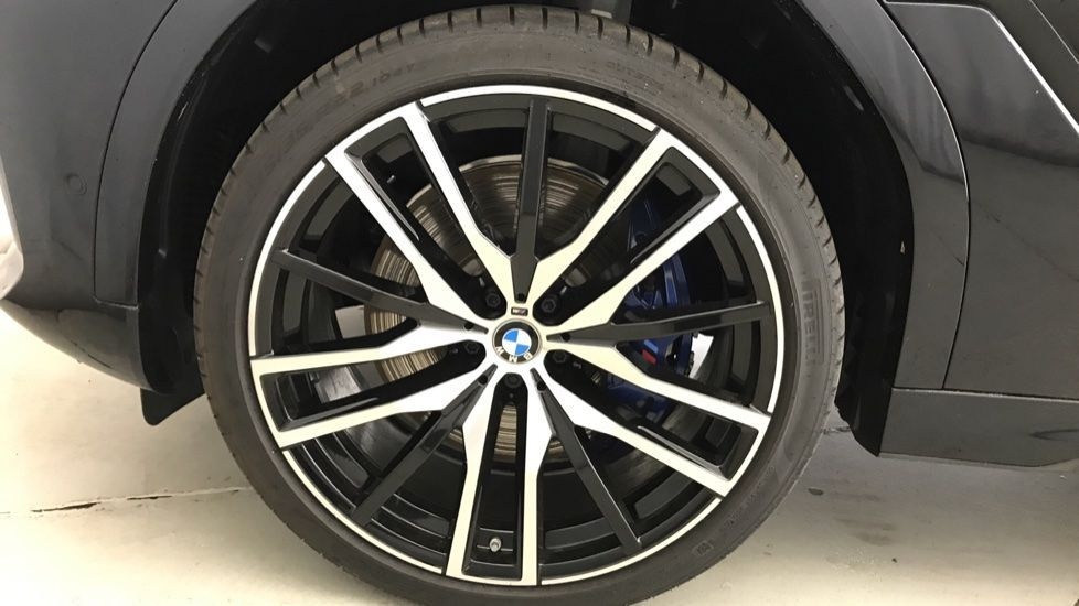 Image 14 - BMW xDrive40i M Sport (YF69MVJ)
