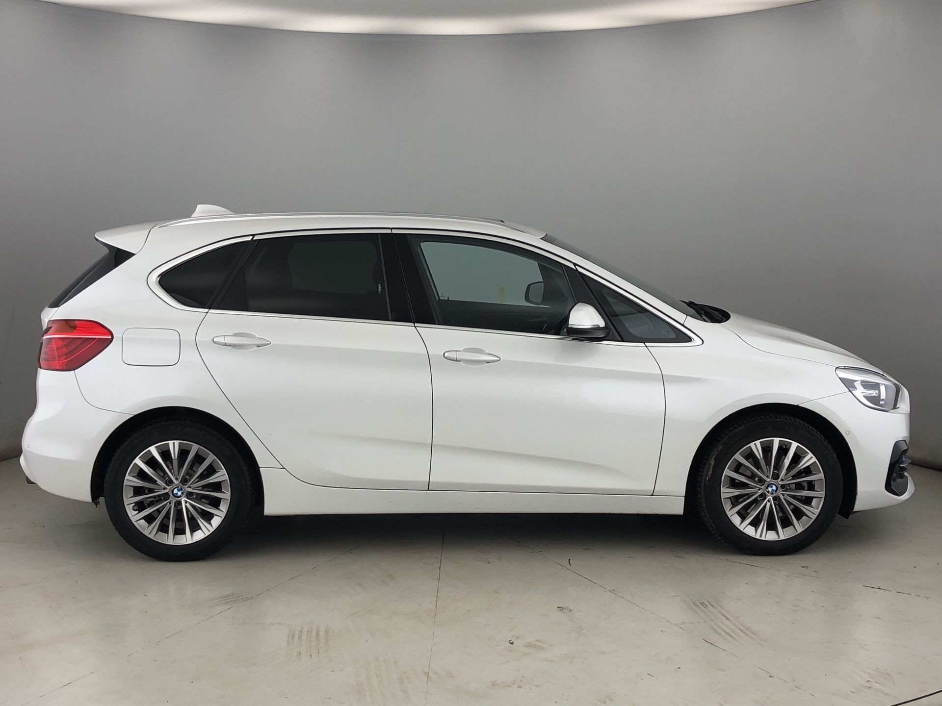 Image 3 - BMW 220d xDrive Luxury Active Tourer (YF19HWS)