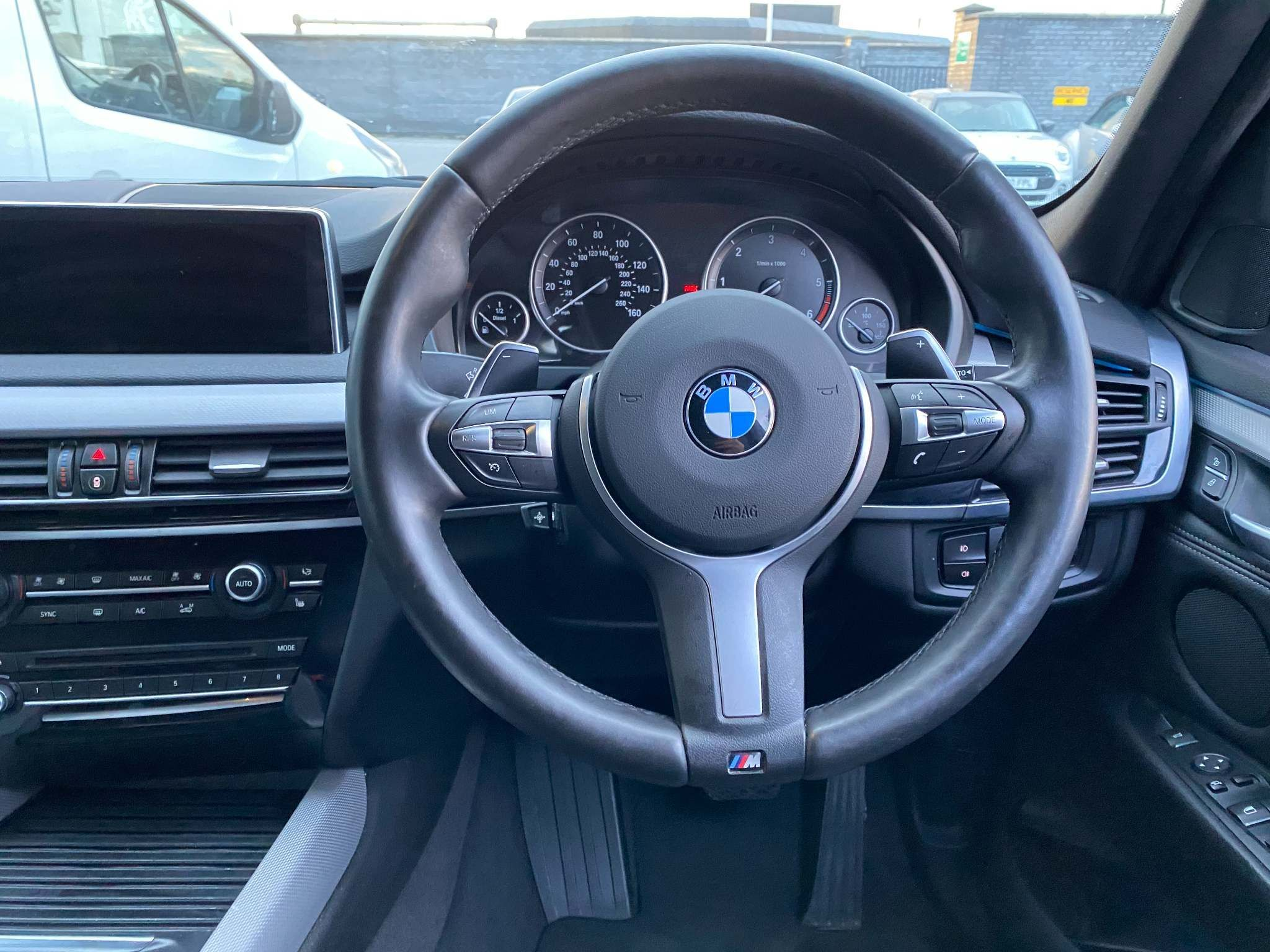 Image 14 - BMW xDrive40d M Sport (MM18LNX)