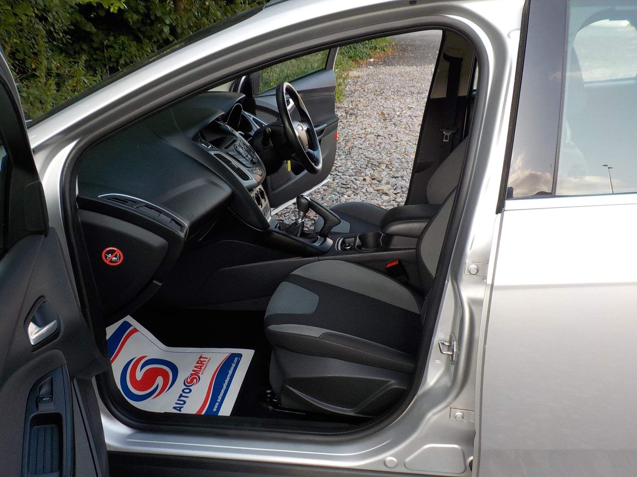 Ford Focus 1.6 TDCi Zetec Navigator Navigator (s/s) 5dr
