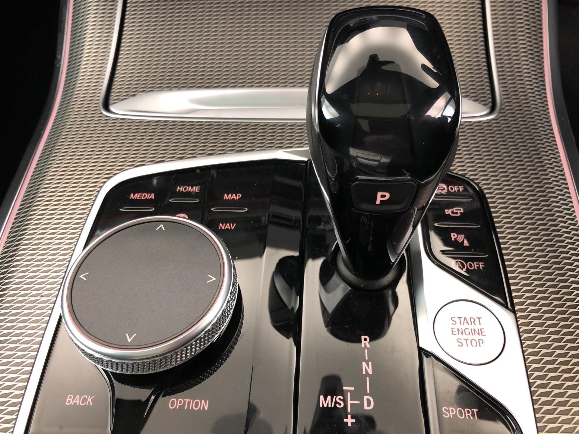 Image 11 - BMW xDrive30d M Sport (YF69TZY)
