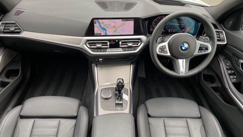 Image 4 - BMW 330d xDrive M Sport Touring (YB69FNC)