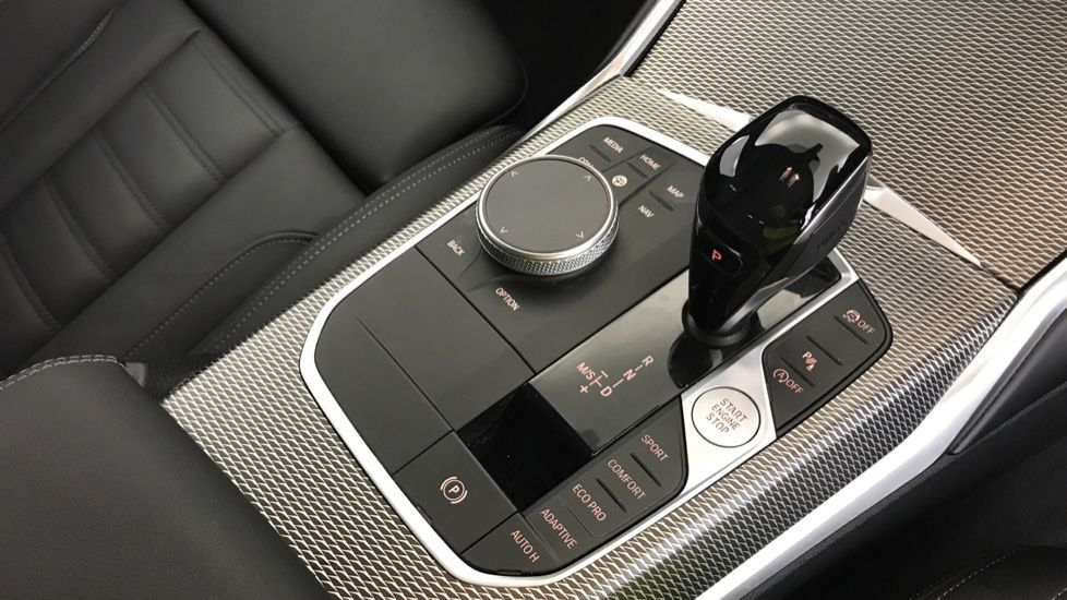 Image 10 - BMW 320d M Sport Touring (YG20CKP)