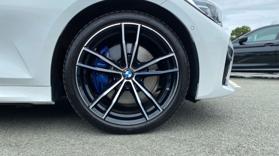 Image 14 - BMW 320d xDrive M Sport Touring (YH69GDX)