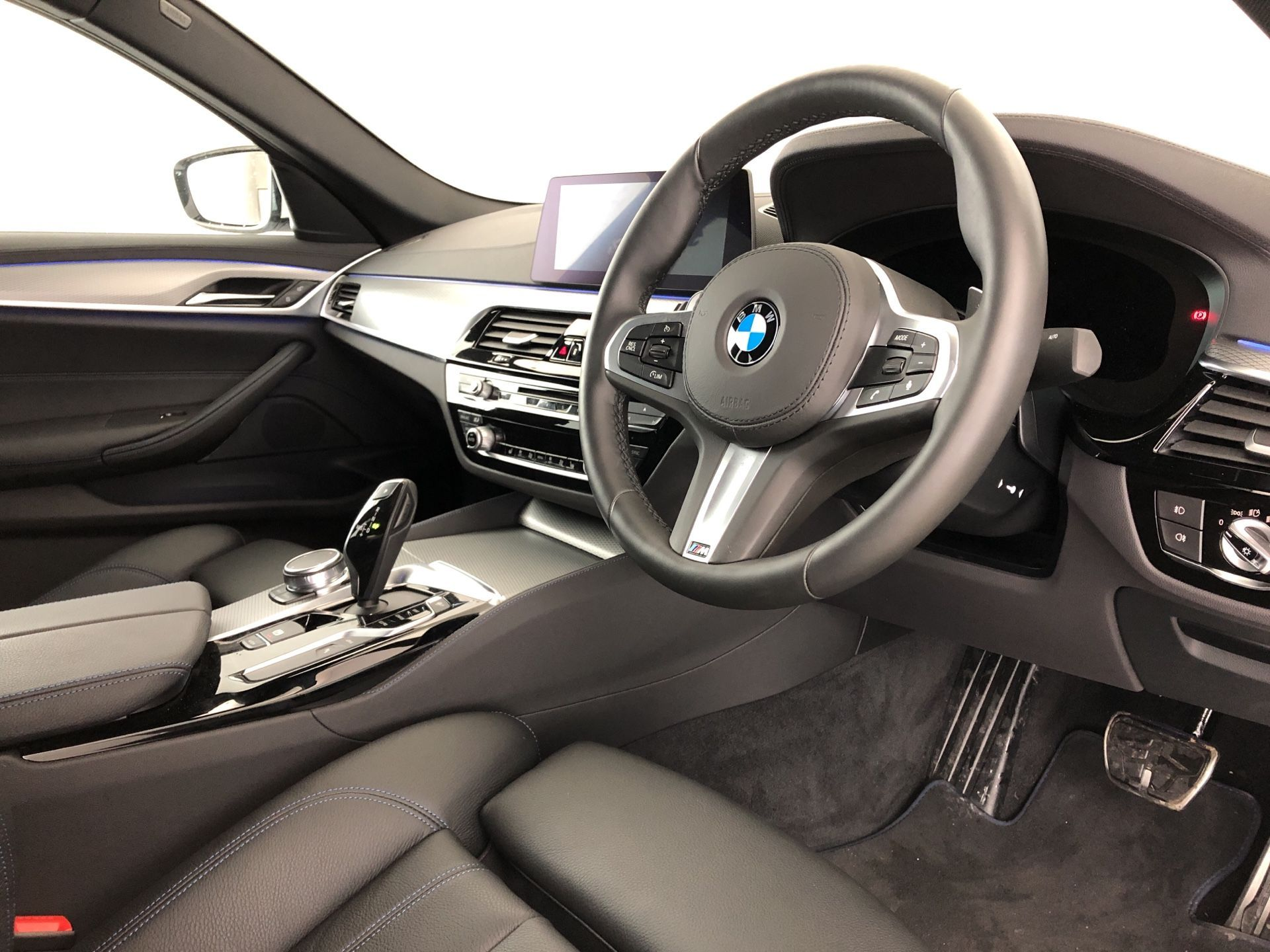 Image 4 - BMW 530e M Sport iPerformance Saloon (YH19YLG)