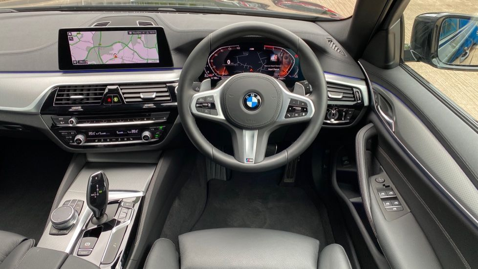 Image 8 - BMW 520d M Sport Touring (YD69ADN)