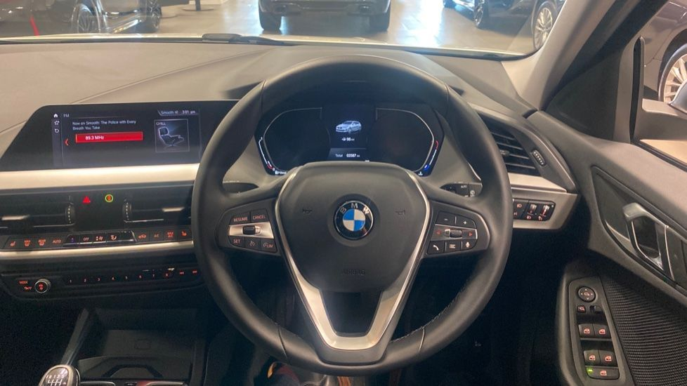 Image 8 - BMW 116d SE (YC69DVK)