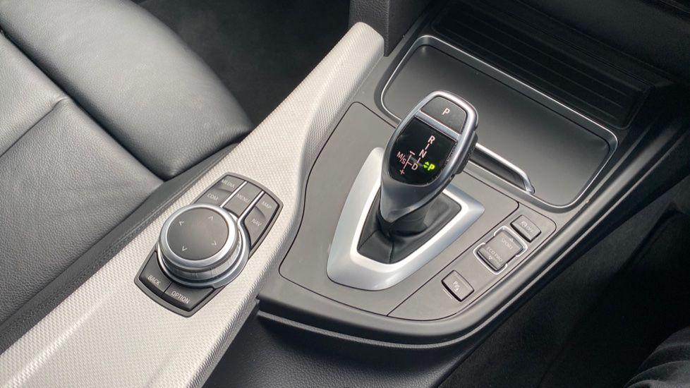 Image 10 - BMW 330d M Sport Saloon (KM68CBY)