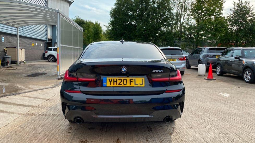 Image 15 - BMW 320i M Sport Saloon (YH20FLJ)