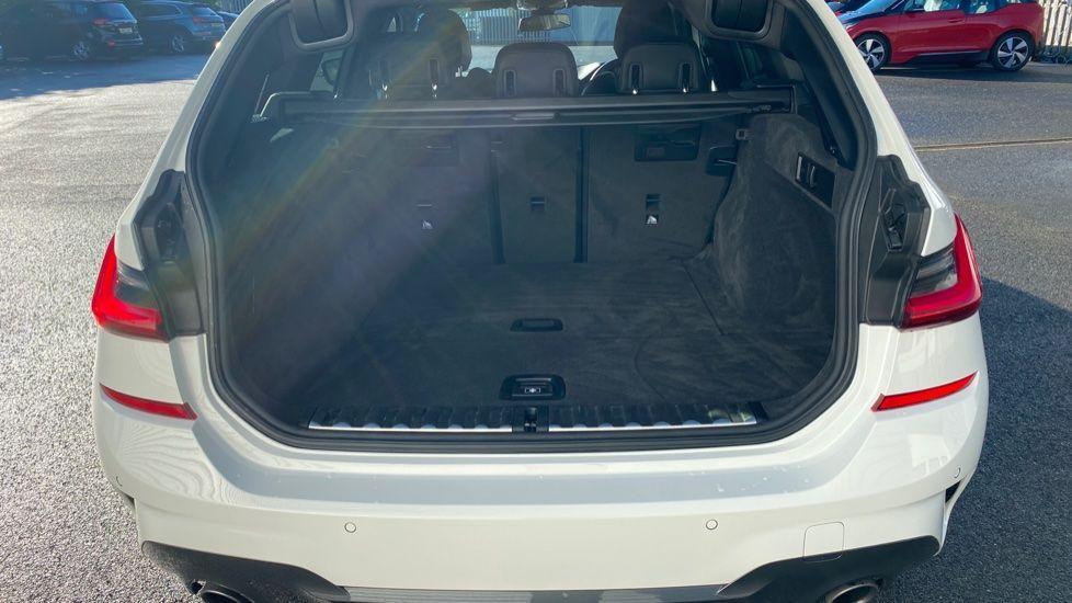 Image 13 - BMW 320i M Sport Touring (YG20DHF)