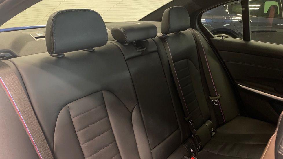 Image 12 - BMW 320i M Sport Saloon (YG20NWC)