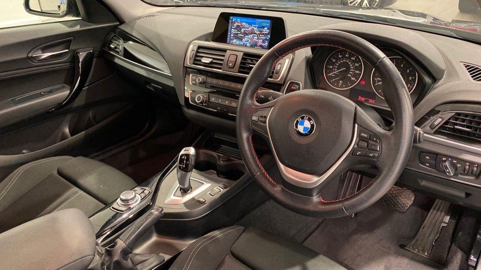 Image 4 - BMW 118i Sport 3-Door (LT17KBV)