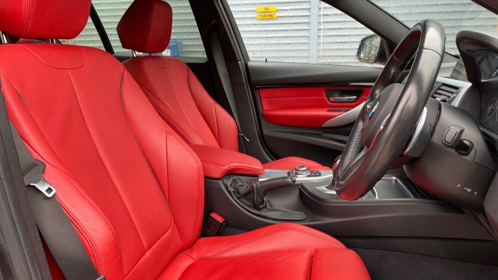 Image 11 - BMW 330d xDrive M Sport Saloon (MJ16GGX)