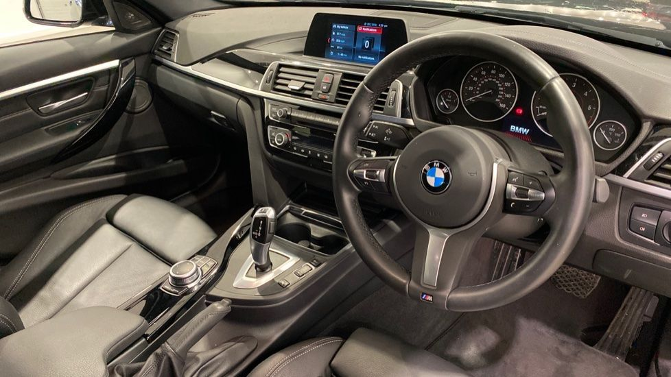 Image 4 - BMW 318d M Sport Shadow Edition Touring (YH19LVE)
