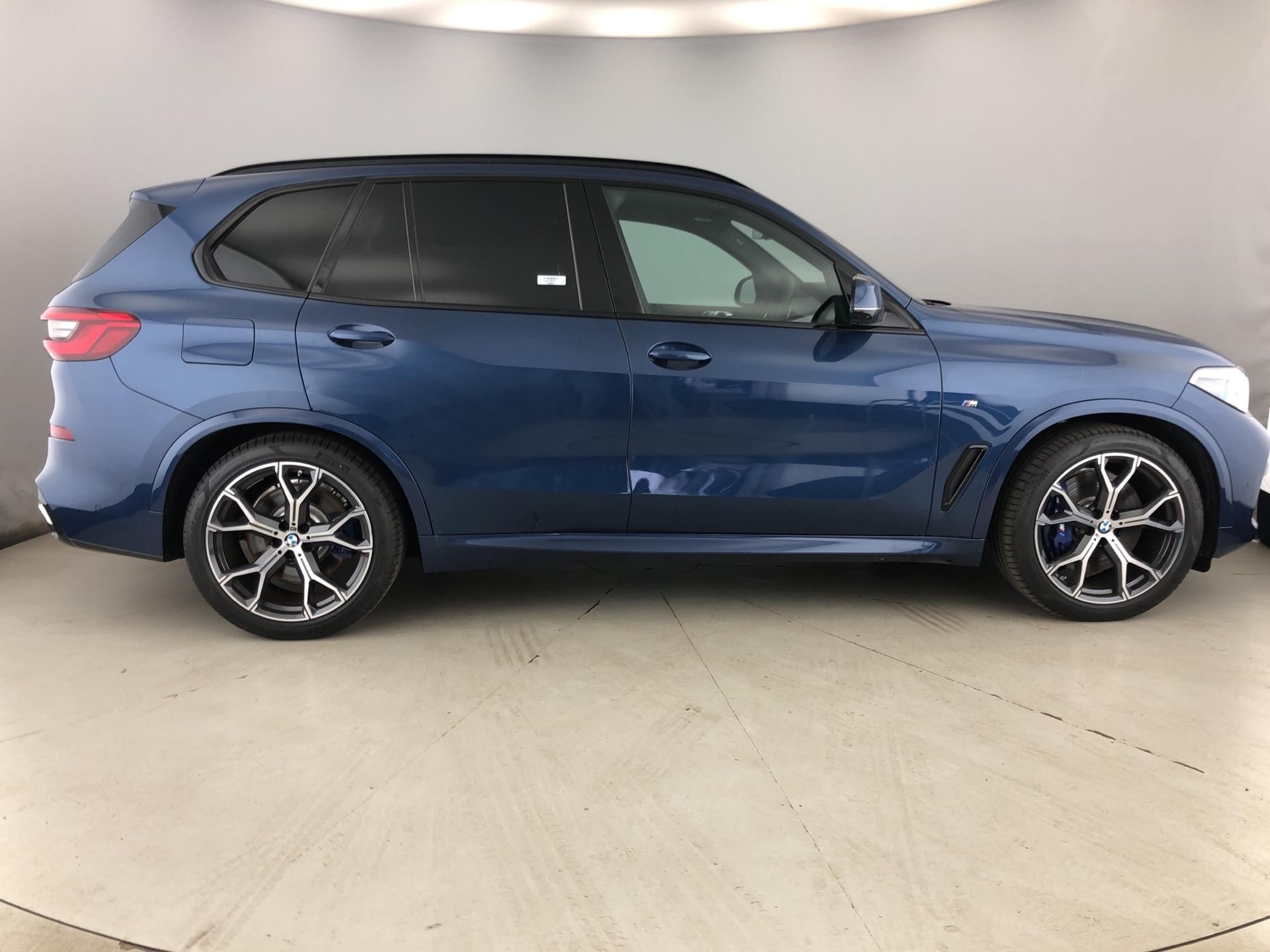 Image 3 - BMW xDrive30d M Sport (YF69TZY)