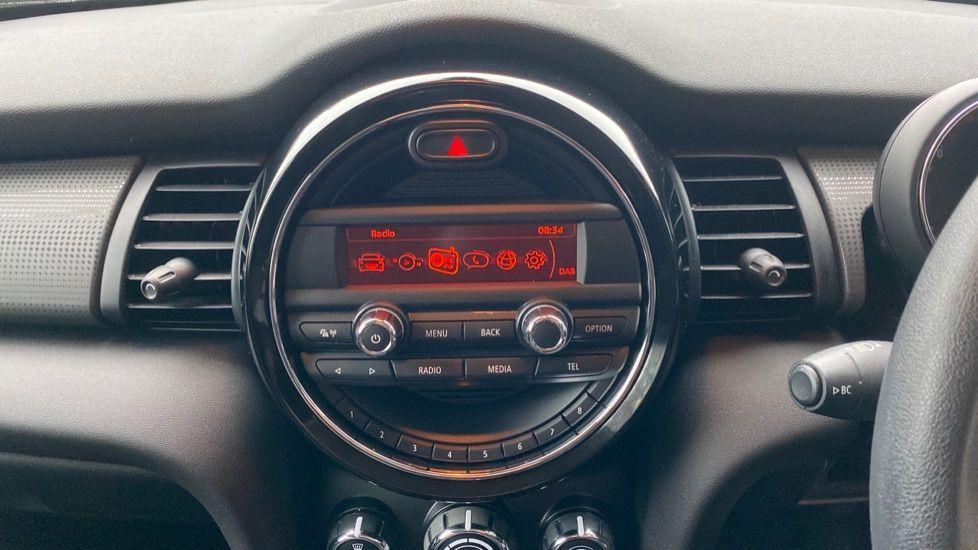 Image 7 - MINI Hatch (DA17UDV)