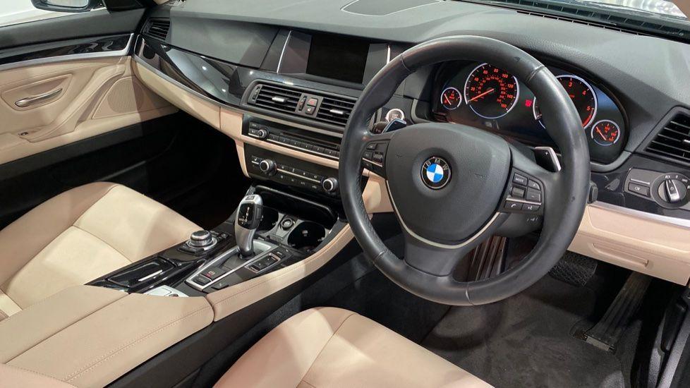 Image 4 - BMW 520d SE Saloon (DC66MBF)