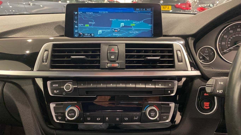 Image 21 - BMW 330d M Sport Saloon (MM17UNE)