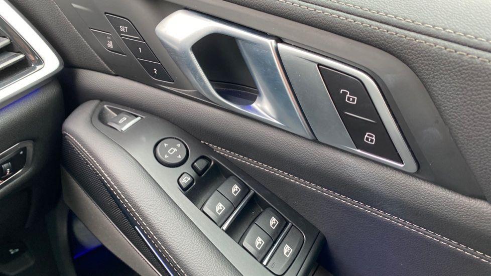 Image 19 - BMW xDrive40i M Sport (YL69YOF)