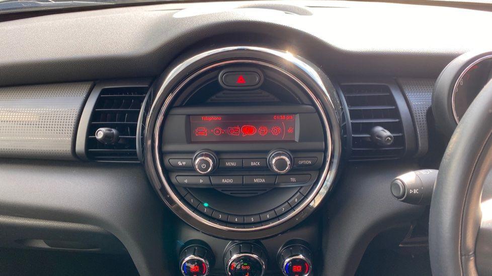 Image 7 - MINI Hatch (YB67RMO)