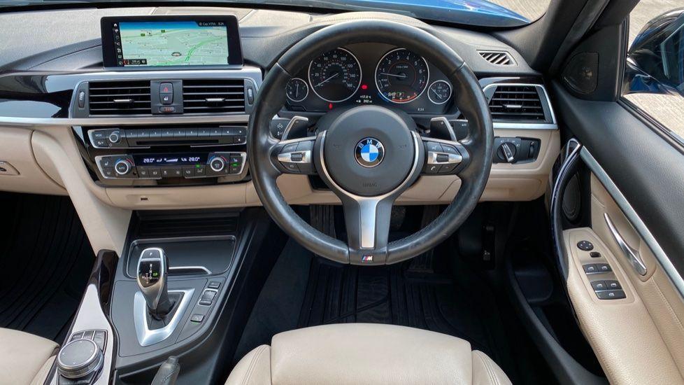 Image 8 - BMW 320i xDrive M Sport Shadow Edition Saloo (YB67KFC)