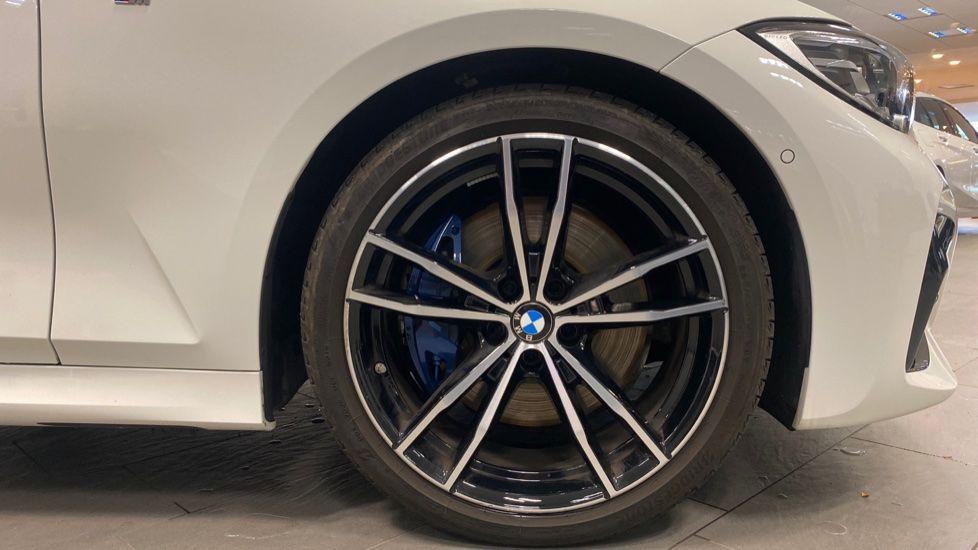 Image 14 - BMW 320i M Sport Saloon (YG20LFU)