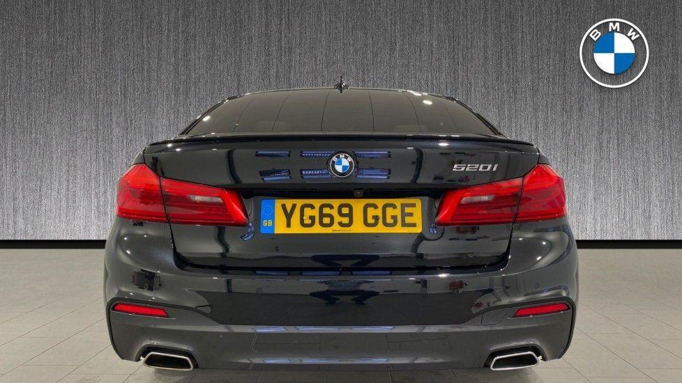 Image 15 - BMW 520i M Sport Saloon (YG69GGE)