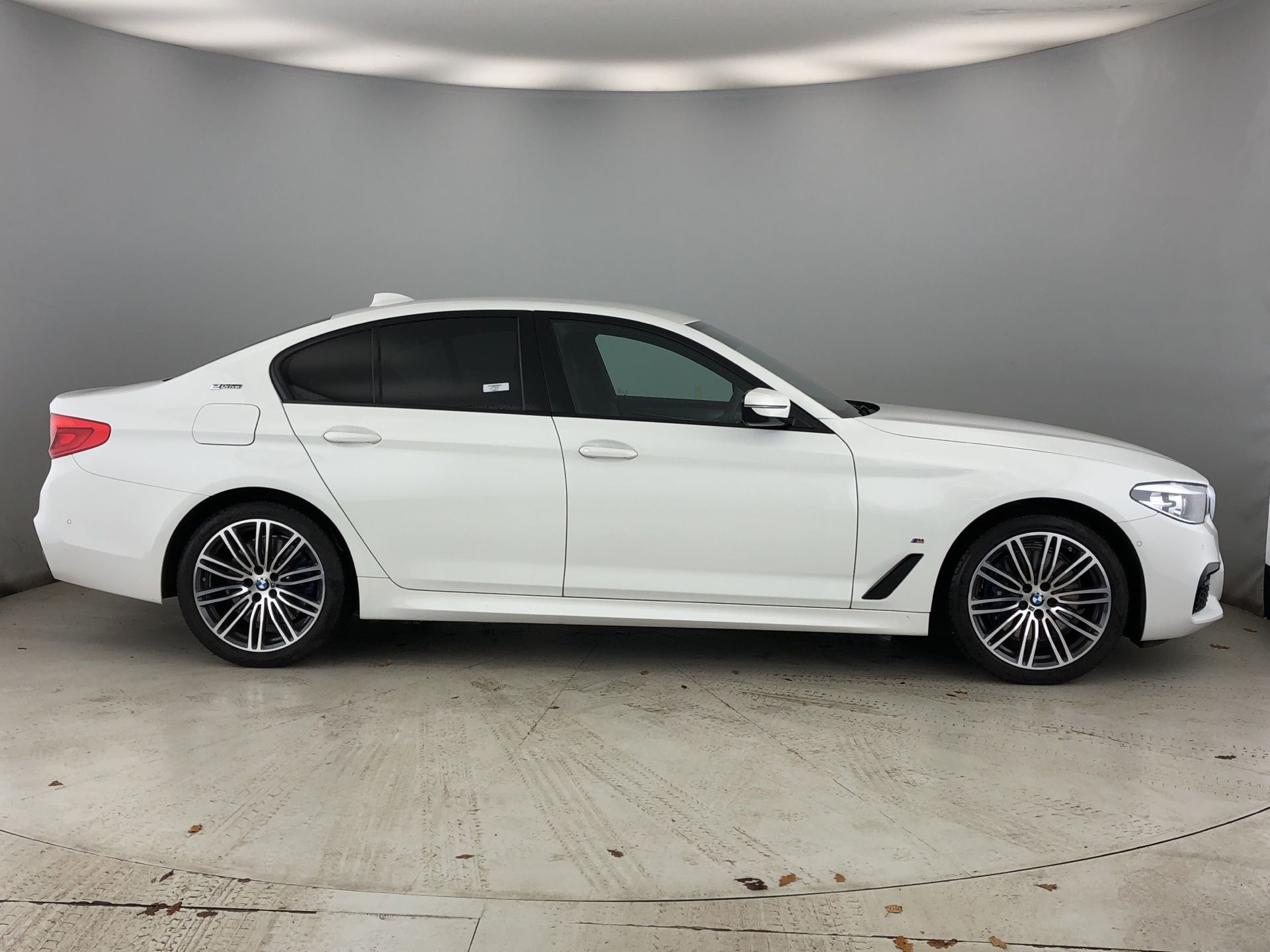 Image 3 - BMW 530e M Sport iPerformance Saloon (YH19YLG)