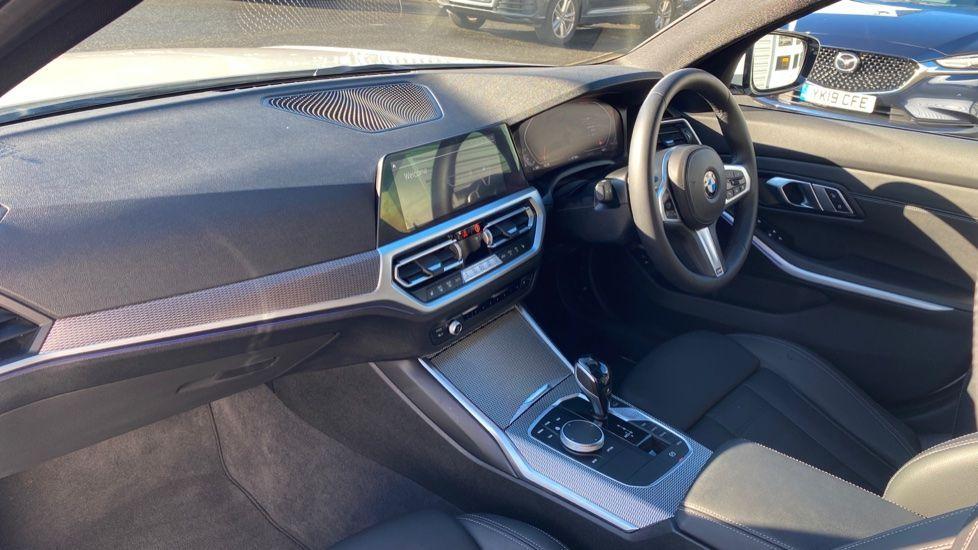 Image 6 - BMW 320i M Sport Touring (YG20DHF)