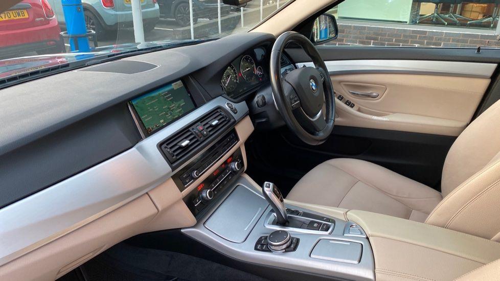 Image 7 - BMW 520d SE Touring (YF65WWD)