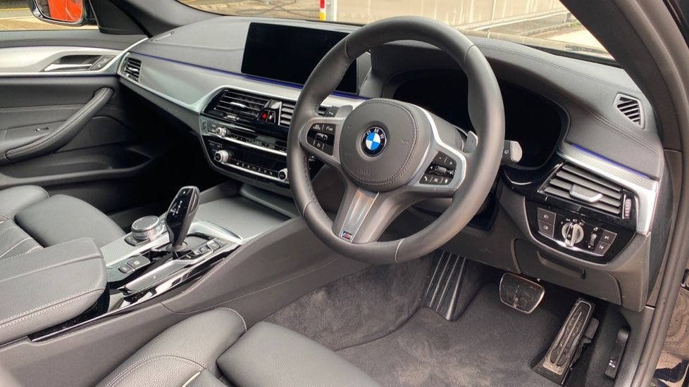 Image 5 - BMW 520d M Sport Touring (YD69ADN)