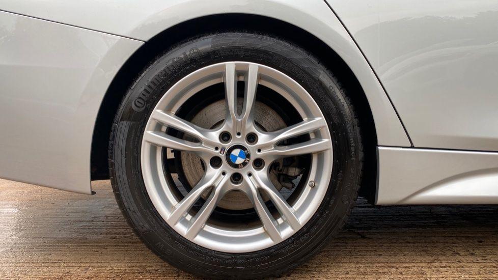 Image 14 - BMW 330d M Sport Saloon (KM68CBY)