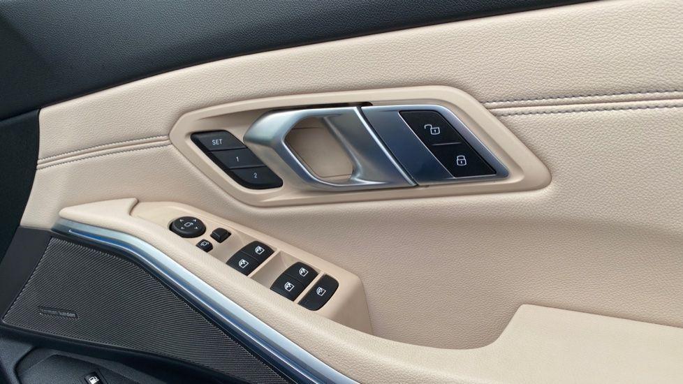 Image 21 - BMW 330e M Sport Saloon (YH69DJD)