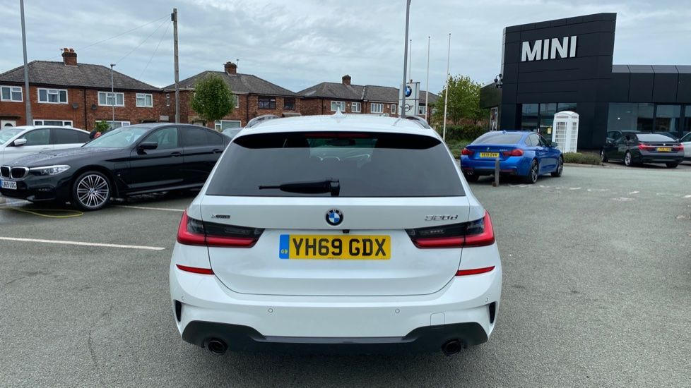 Image 15 - BMW 320d xDrive M Sport Touring (YH69GDX)