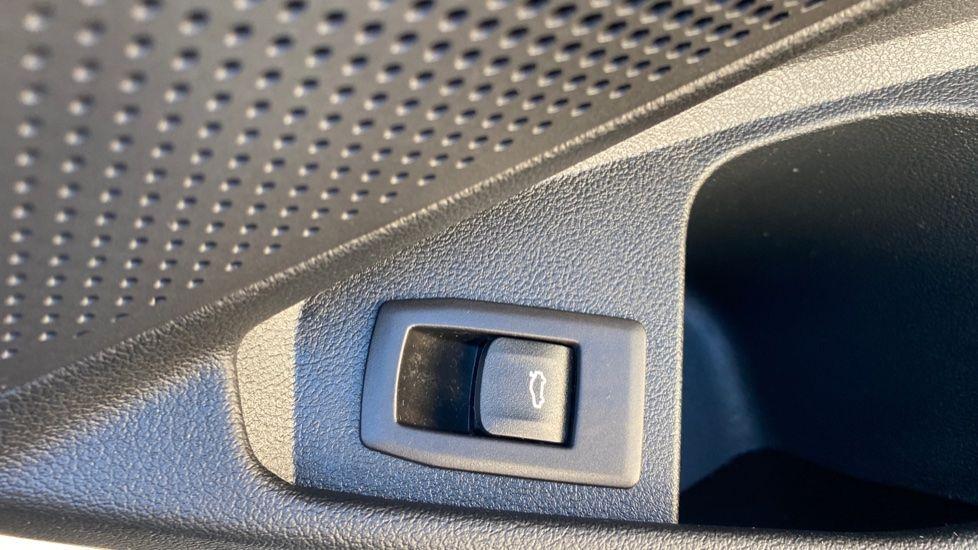 Image 18 - BMW 320i M Sport Touring (YG20DHF)