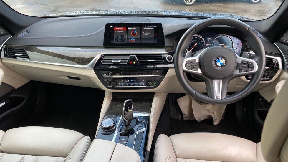 Image 4 - BMW 530e M Sport iPerformance Saloon (KE67DZL)