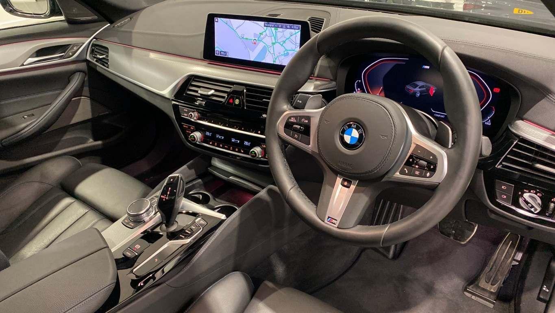 Image 20 - BMW 520d M Sport Saloon (YA69FKW)