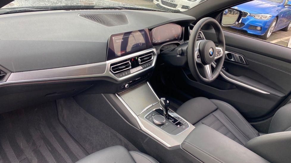 Image 6 - BMW 320d M Sport Saloon (DA20XXH)