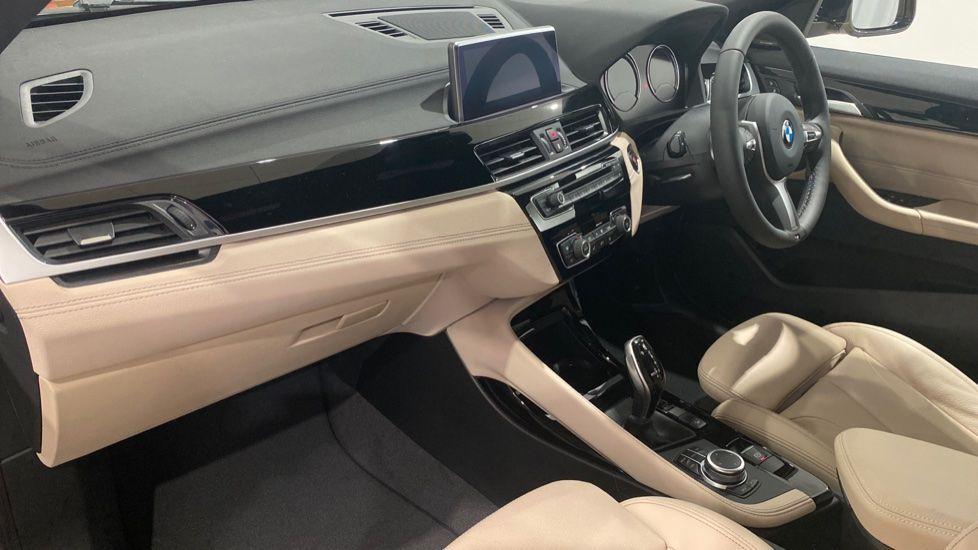 Image 11 - BMW xDrive18d M Sport (DE70OYV)