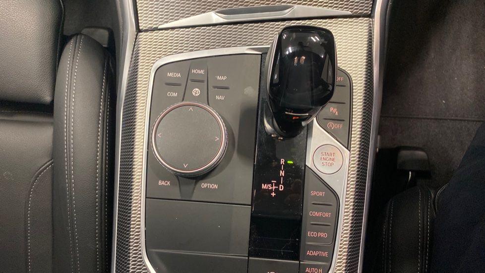 Image 22 - BMW 320i M Sport Saloon (YG20NWC)