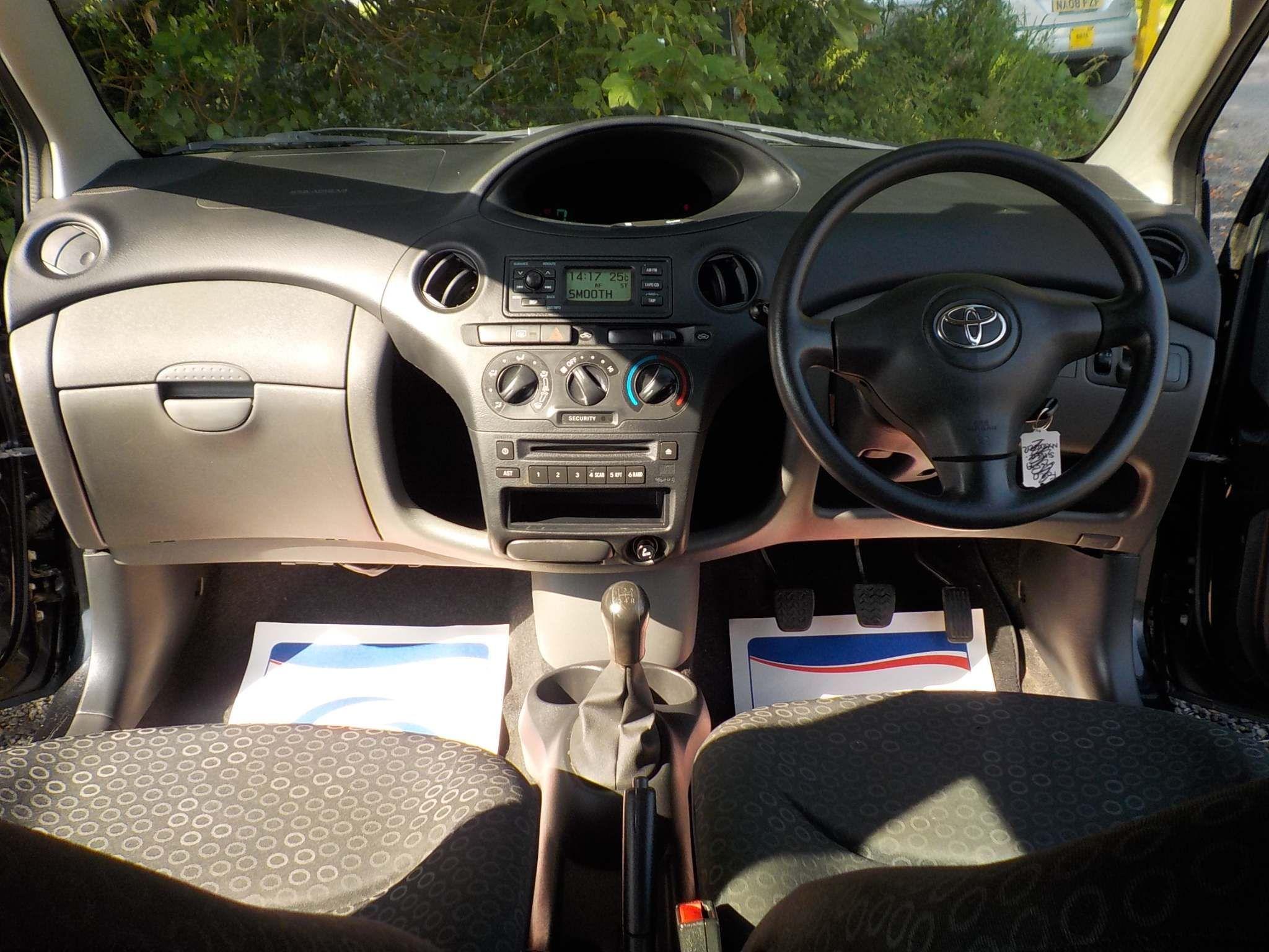 Toyota Yaris 1.0 VVT-i T3 3dr