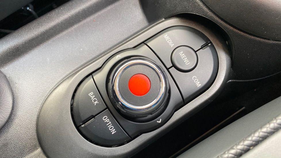 Image 19 - MINI Hatch (MV20AYW)