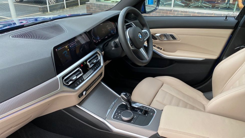Image 6 - BMW 330e M Sport Saloon (YH69DJD)