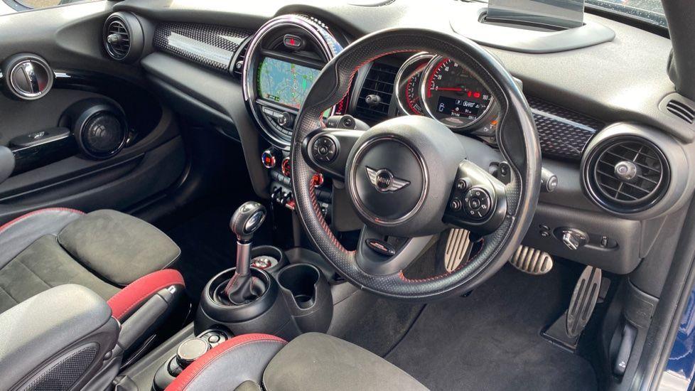 Image 5 - MINI Hatch (SA67VFG)