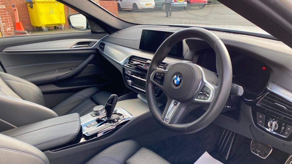 Image 5 - BMW 520i M Sport Saloon (YE69FDM)