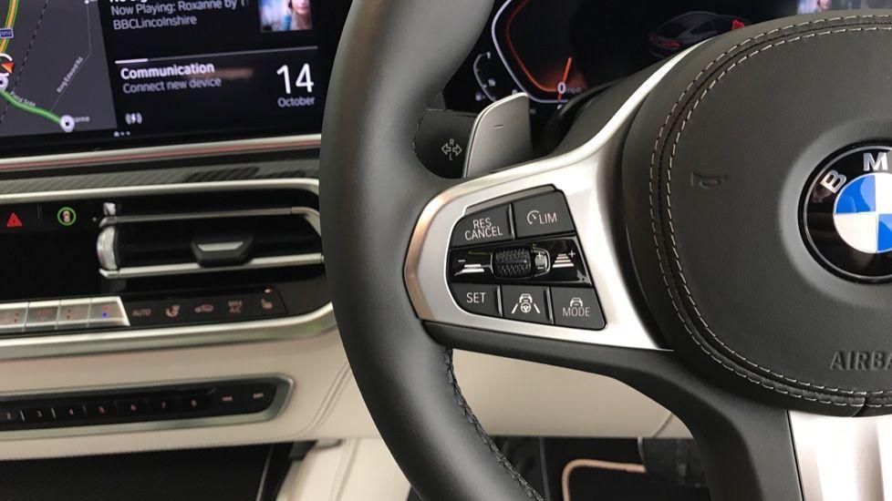 Image 17 - BMW xDrive40i M Sport (YF69MVJ)