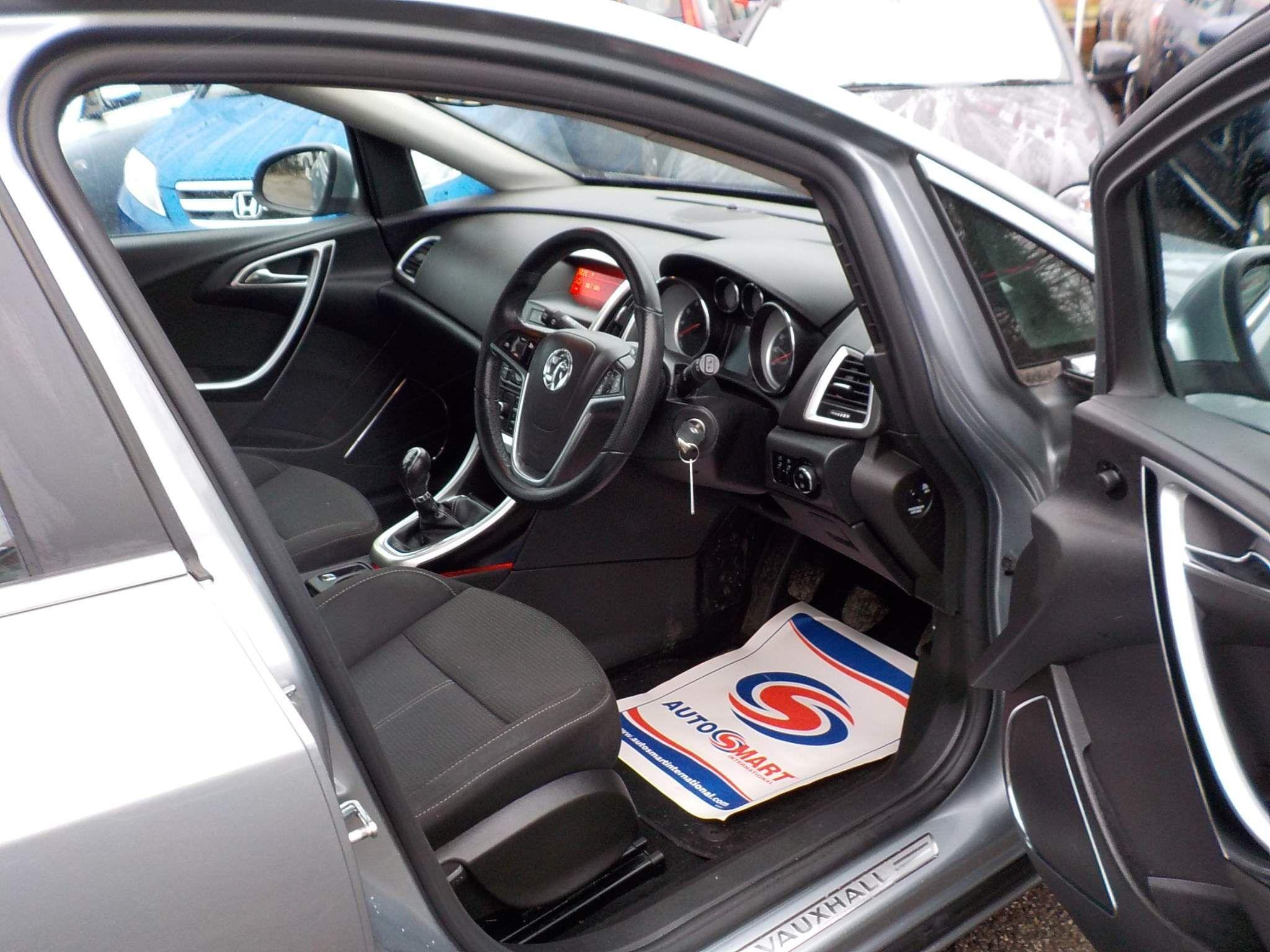 Vauxhall Astra 1.6 16v SRi 5dr