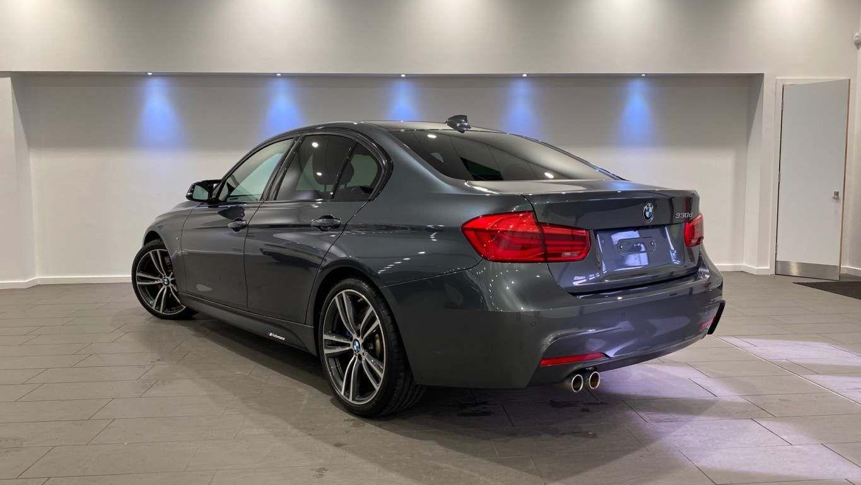 Image 18 - BMW 330d M Sport Saloon (MM17UNE)
