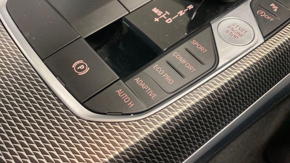 Image 20 - BMW 320i M Sport Saloon (YG20LFU)