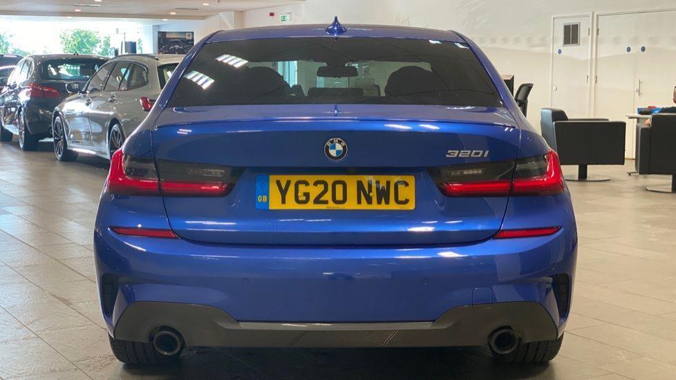 Image 15 - BMW 320i M Sport Saloon (YG20NWC)